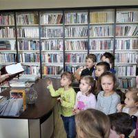 wizyta-w-bibliotece (10).jpg